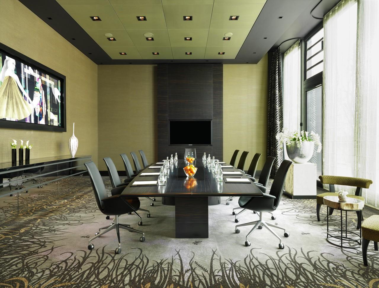 Düsseldorf   Executive Boardroom image 1