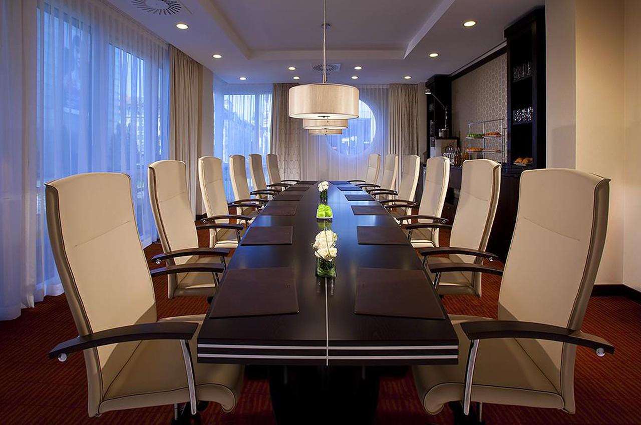 Leipzig   Boardroom image 1