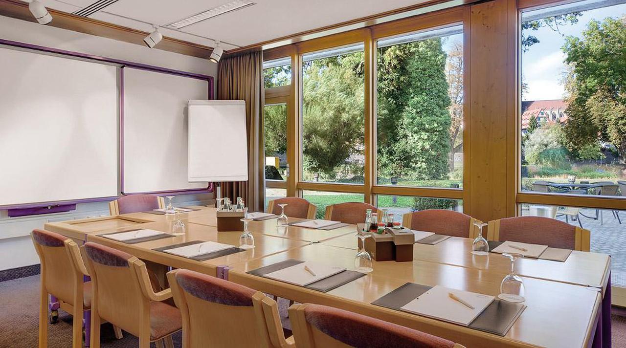 Autres villes   Boardroom image 1