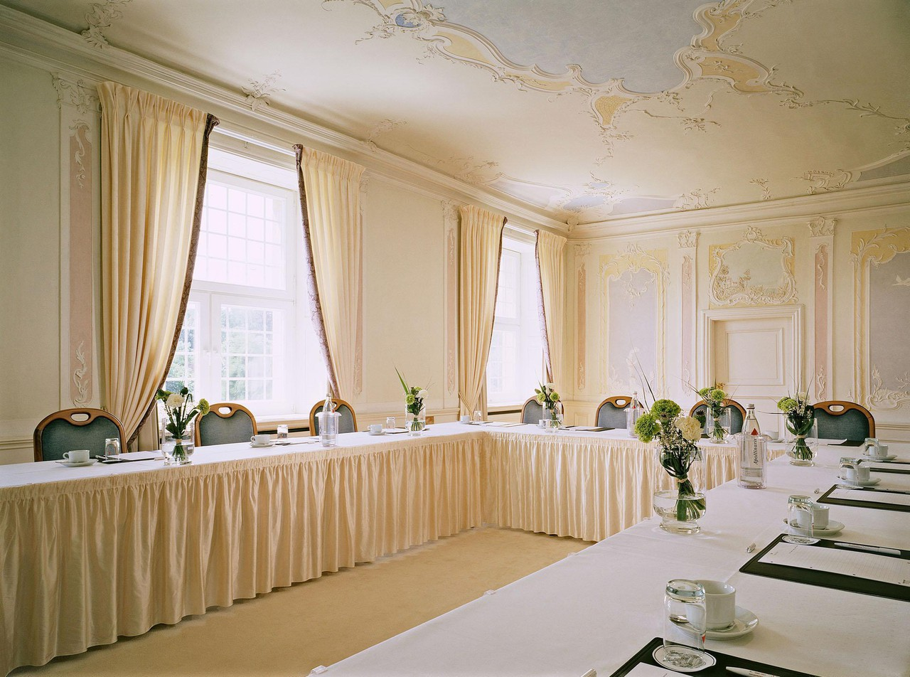 Rest der Welt   Weißer Salon in der Orangerie image 0