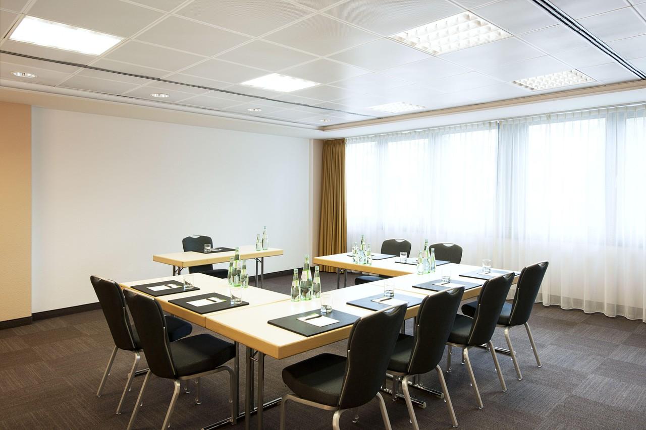 Düsseldorf   Meeting Room 1 image 1