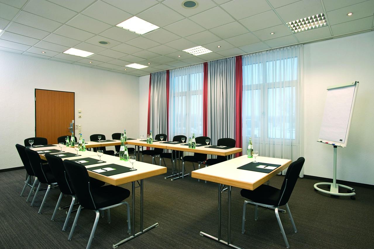 Autres villes   Meeting Room 3 image 1