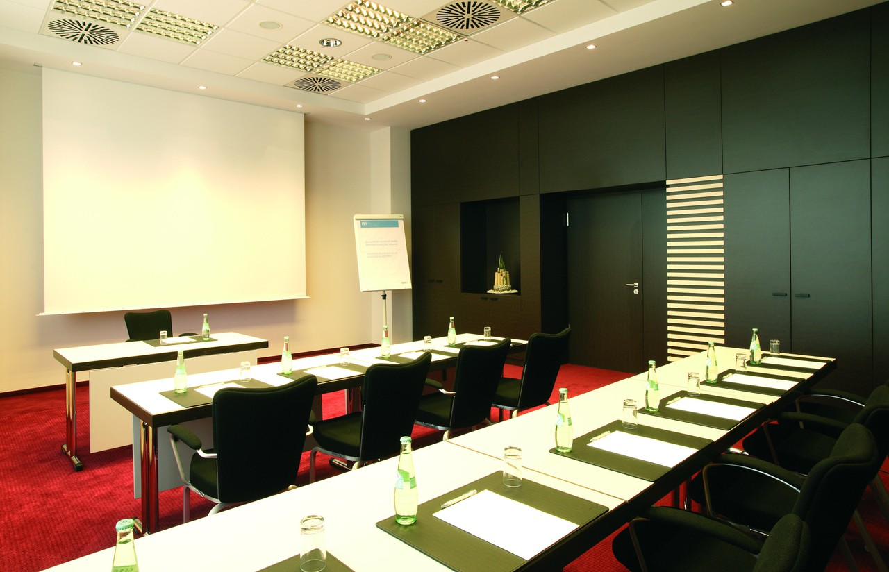 Stuttgart   Meeting Room 1 image 1