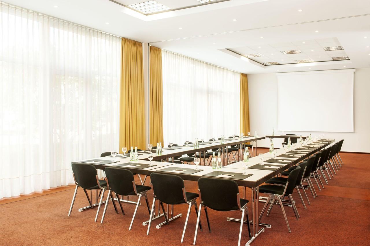 München   Meeting Room 2 image 1