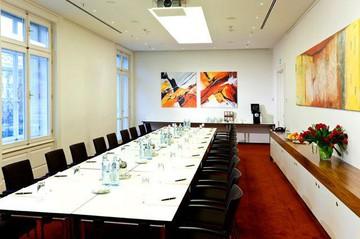 Vienna   Salon 10 image 1