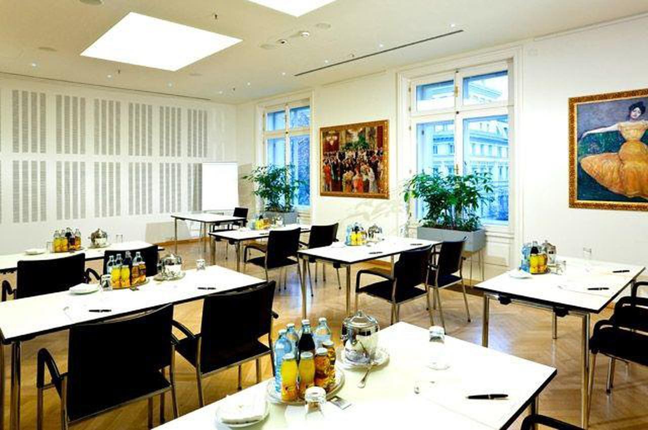 Vienna   Salon 8 image 1