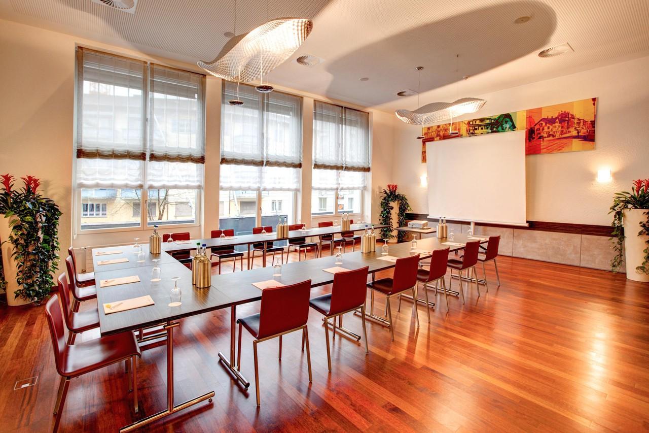 Zurich   Lounge image 1