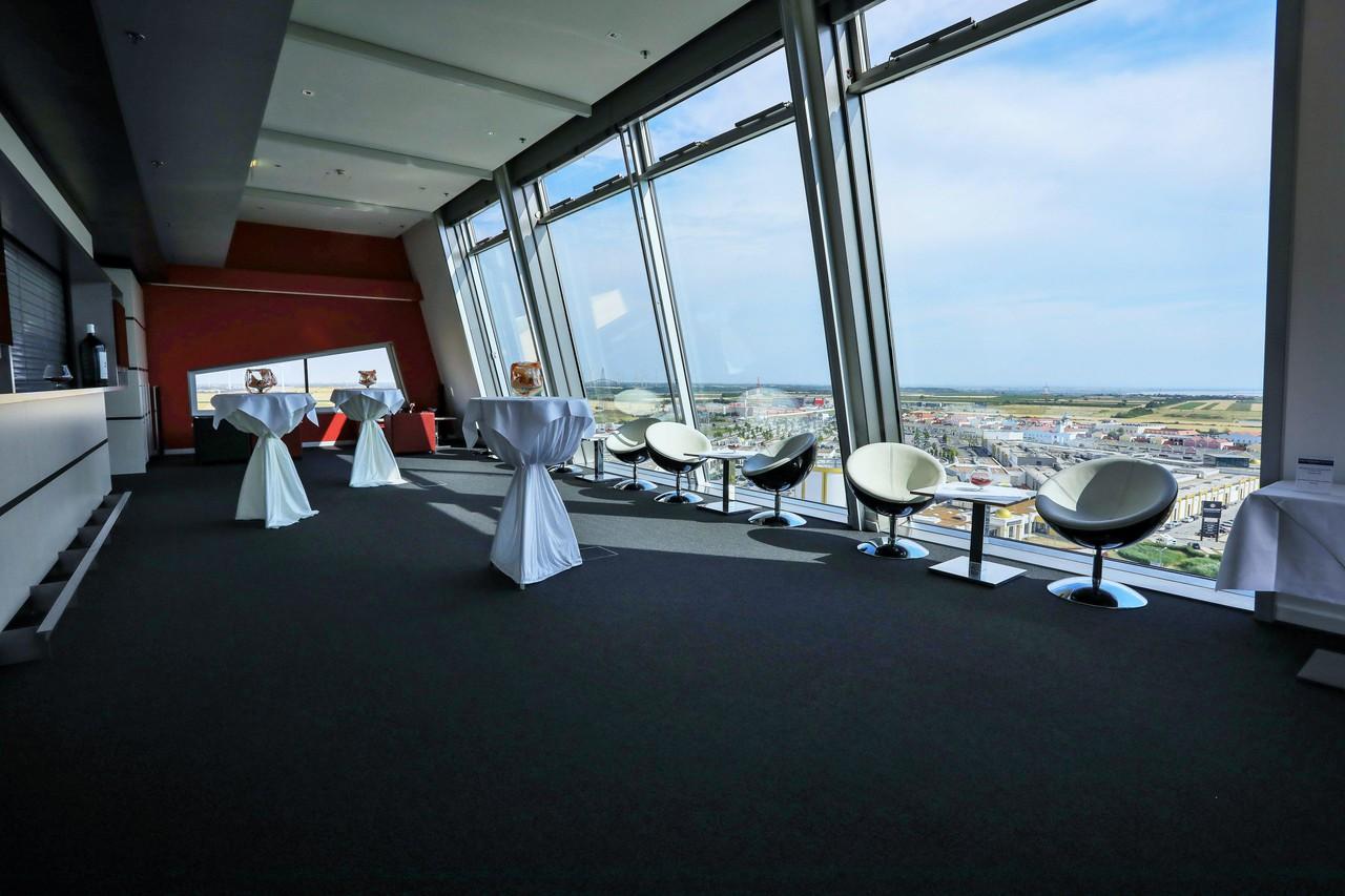 Rest der Welt   Tower Lounge image 1
